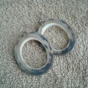 Granite-look circular earrings
